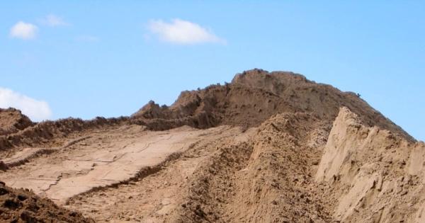 """Карьерный песок с доставкой от компании """"Щебень-Сибкарьер"""""""